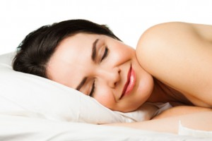 woman sleeping soundly thanks to treatment from the san antonio sleep apnea dentist